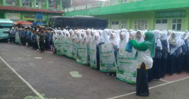Ribuan Santri Ponpes Al-Muhajirin Antusias Laksanakan Gerakan Cinta Masjid